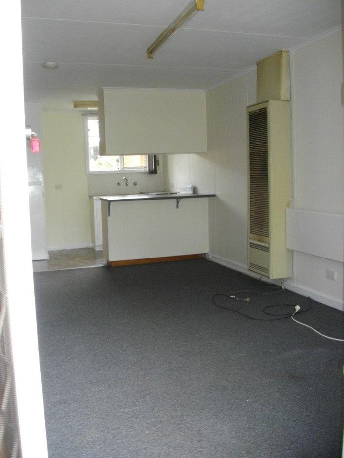 2/302 Old Sale Road, Newborough VIC 3825, Image 1