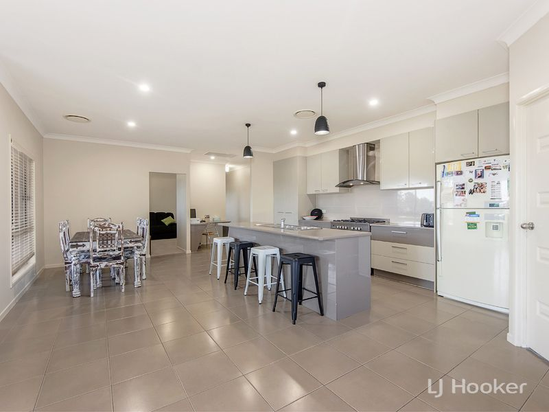 6 THOMPSON CRT, Kensington Grove QLD 4341, Image 2
