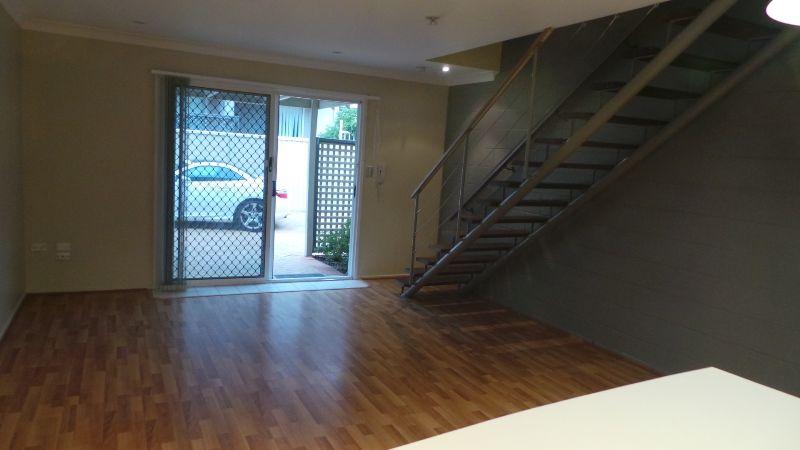 3 79 BAYVIEW STREET, Runaway Bay QLD 4216, Image 2