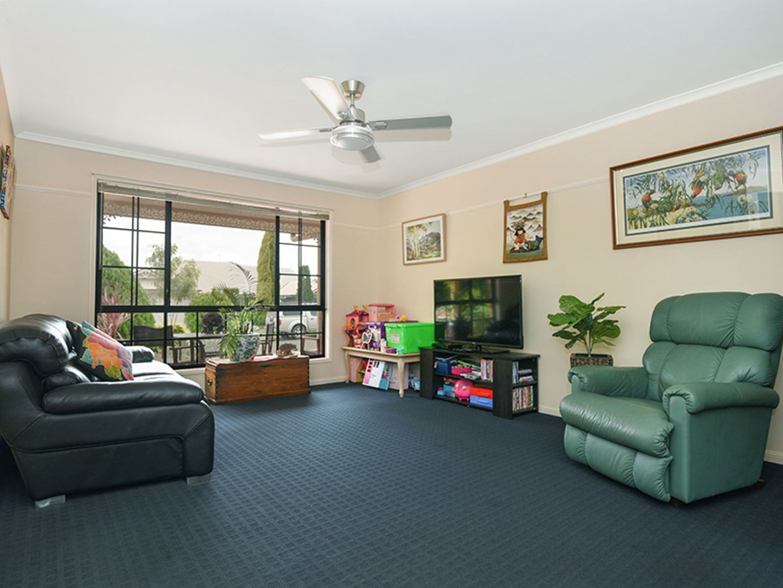 32 Paulene Crescent, Kearneys Spring QLD 4350, Image 2