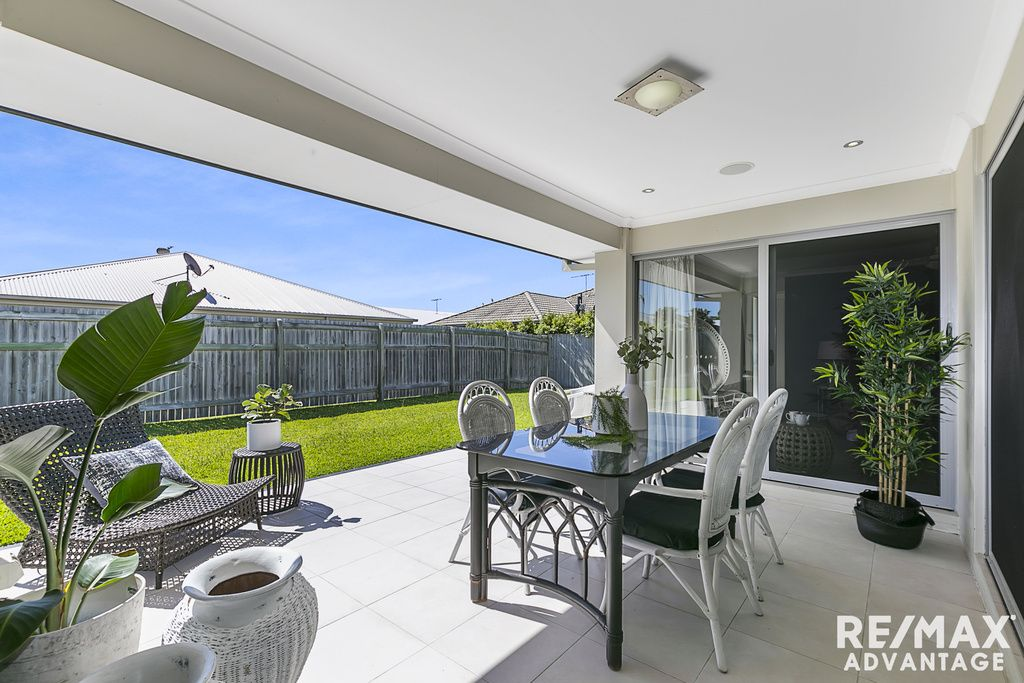 16 Red Gum Crescent, Wakerley QLD 4154, Image 2