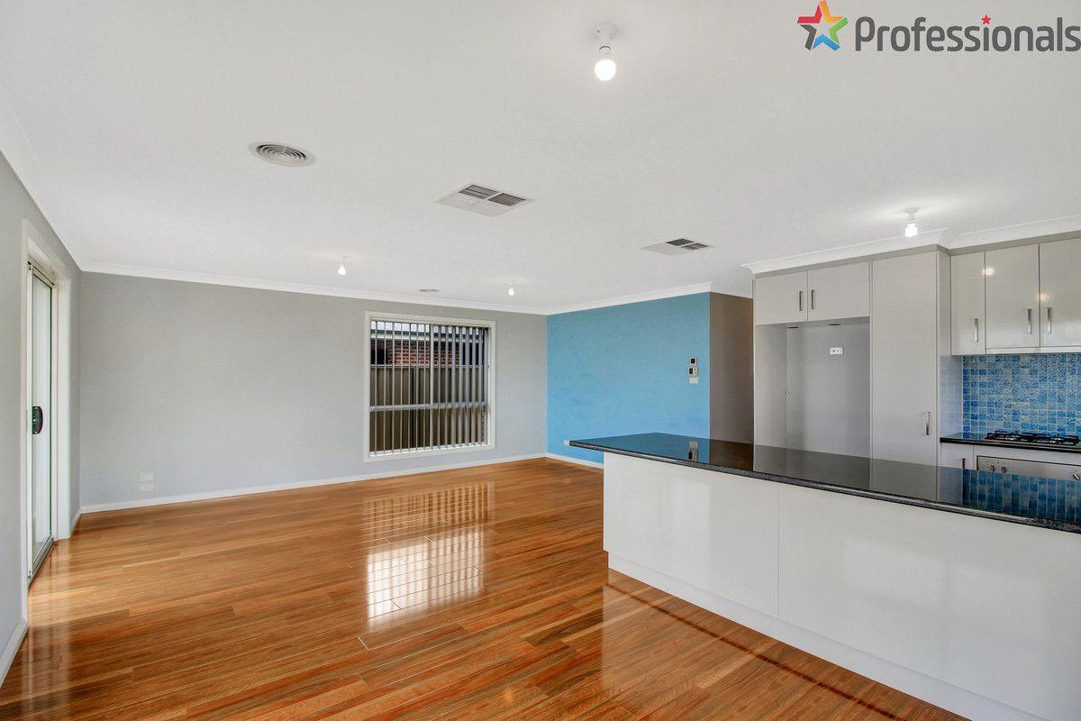 37 Cootamundra Boulevarde, Gobbagombalin NSW 2650, Image 2