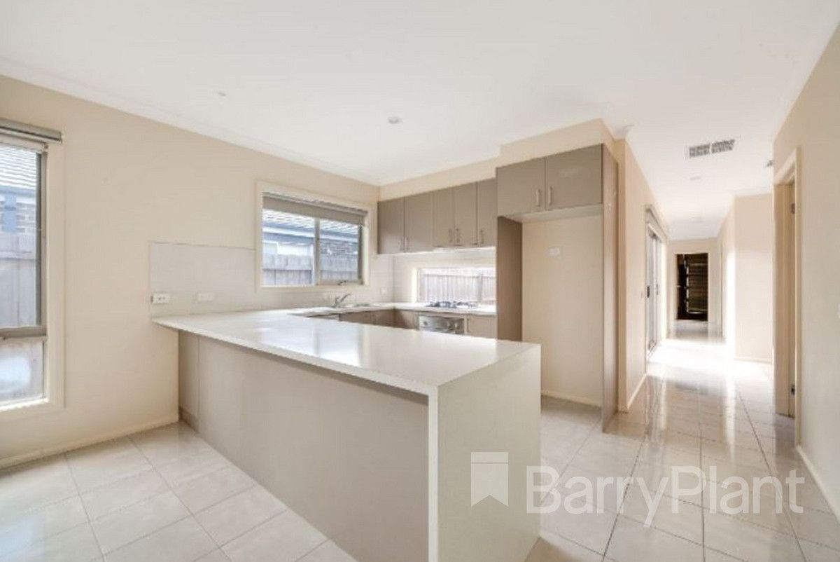 4 Topaz Way, Officer VIC 3809, Image 2