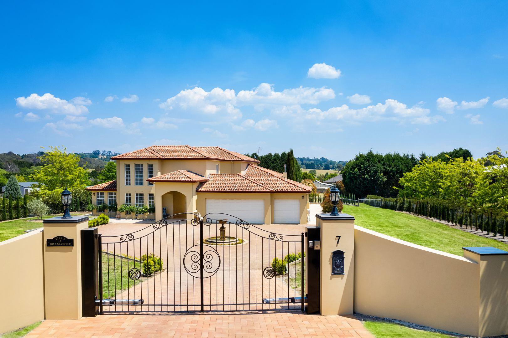 'Villa Bramasole' 7 Windsor  Crescent, Moss Vale NSW 2577, Image 0