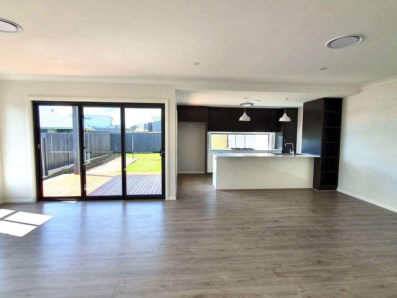 7 Lowndes Drive, Oran Park NSW 2570, Image 2
