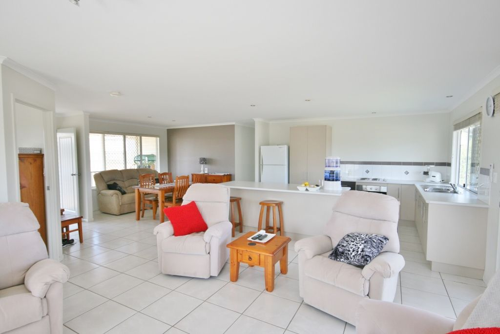 5 Rosewood Court, Southside QLD 4570, Image 2