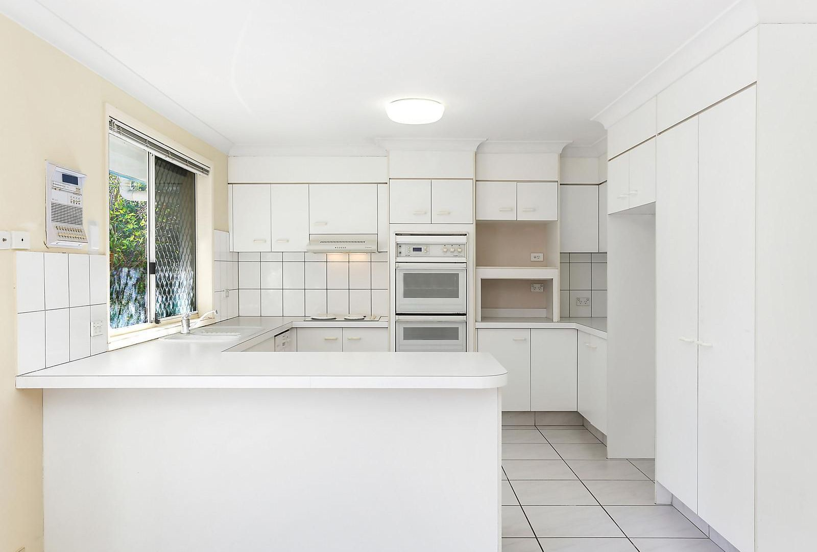2 Montserrat Court, Clear Island Waters QLD 4226, Image 2