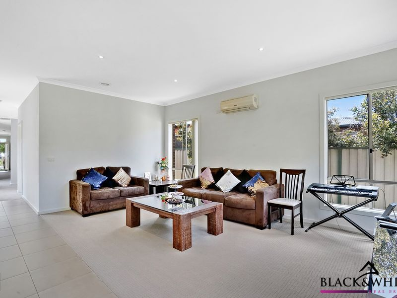 1/17 Catania Avenue, Point Cook VIC 3030, Image 2