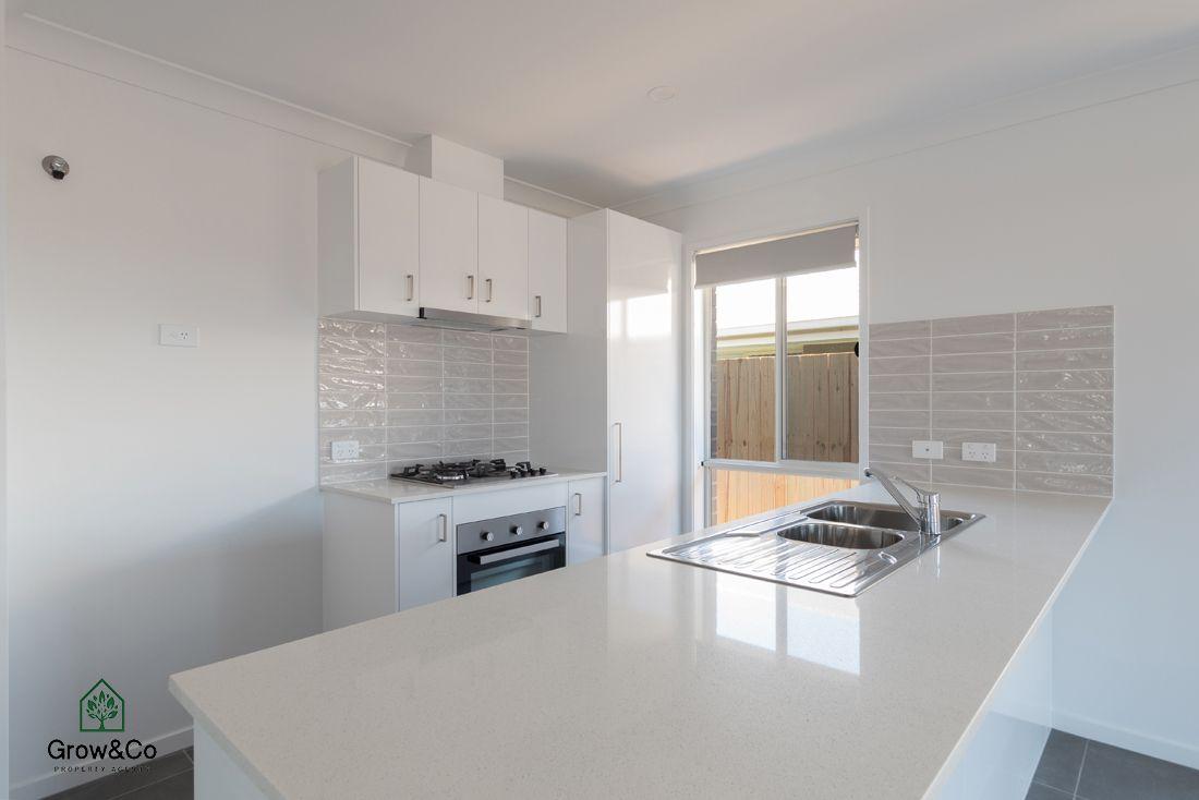4 Mount Ballow Street, Park Ridge QLD 4125, Image 2