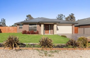 Picture of 10 Parkland Place, Broadford VIC 3658