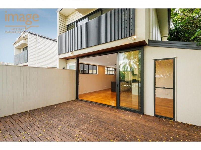 2/11 Walter Street, Bulimba QLD 4171, Image 2