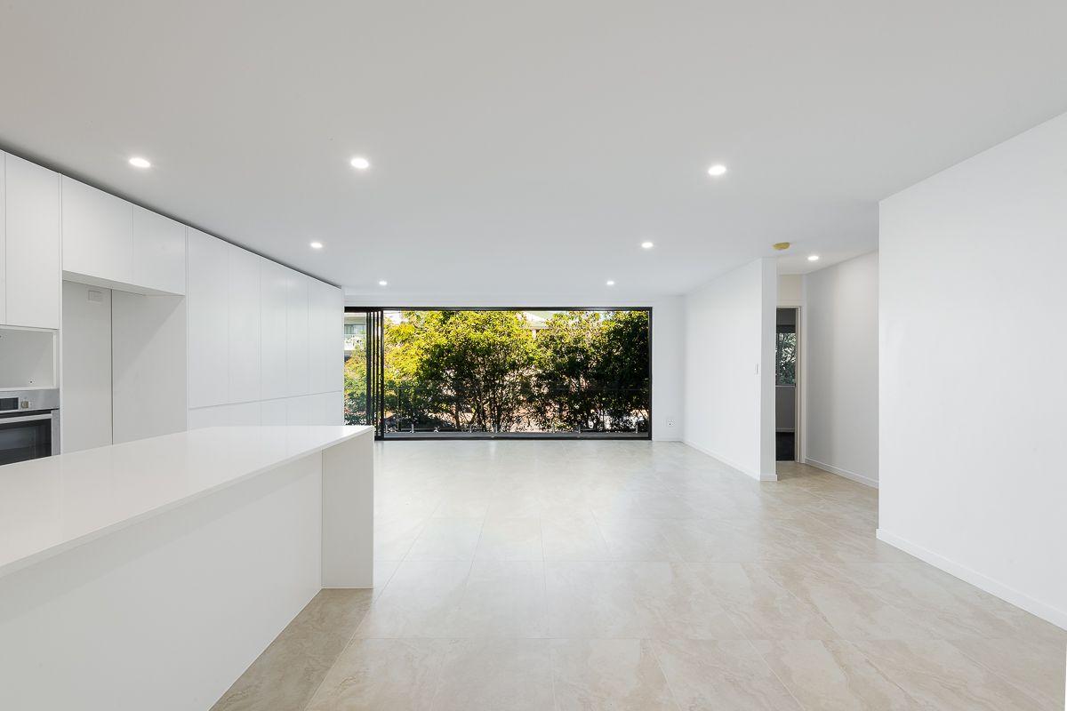 32 Birdwood Street, Coorparoo QLD 4151, Image 1