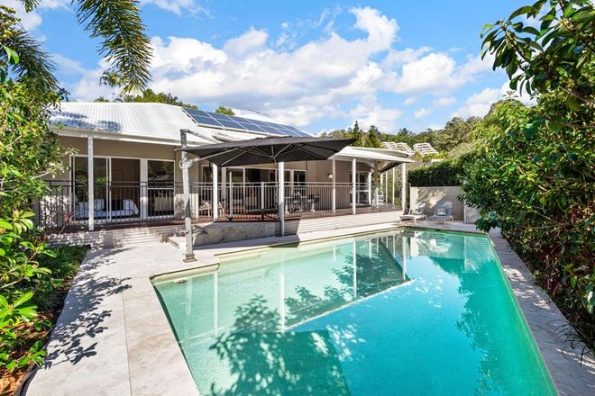 Picture of 8 Tipuana Place, BARDON QLD 4065