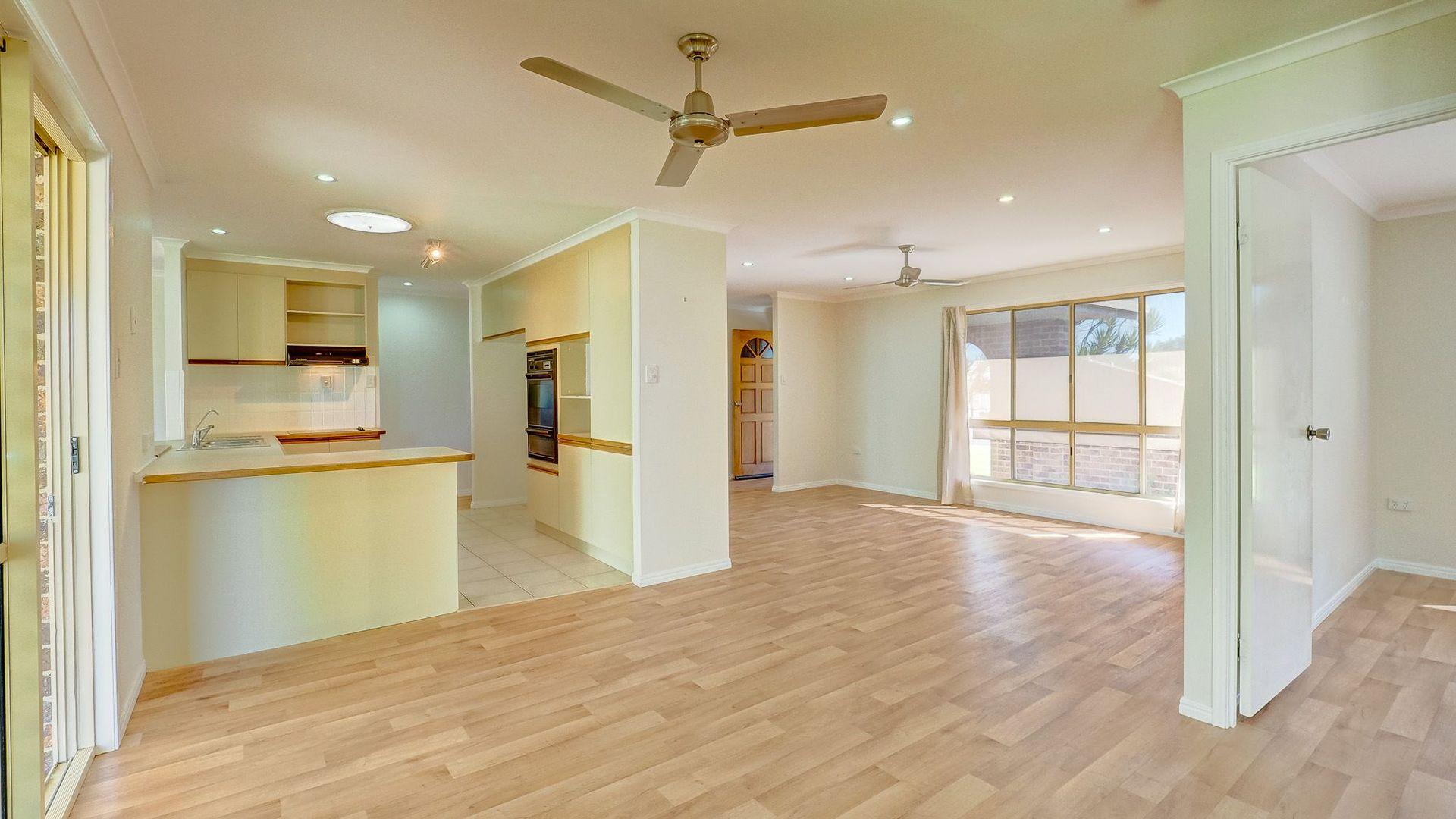 18 Hansen Street, Urangan QLD 4655, Image 2