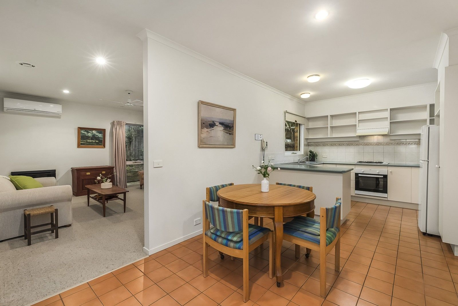 2/2 Everard Drive, Warrandyte VIC 3113, Image 2