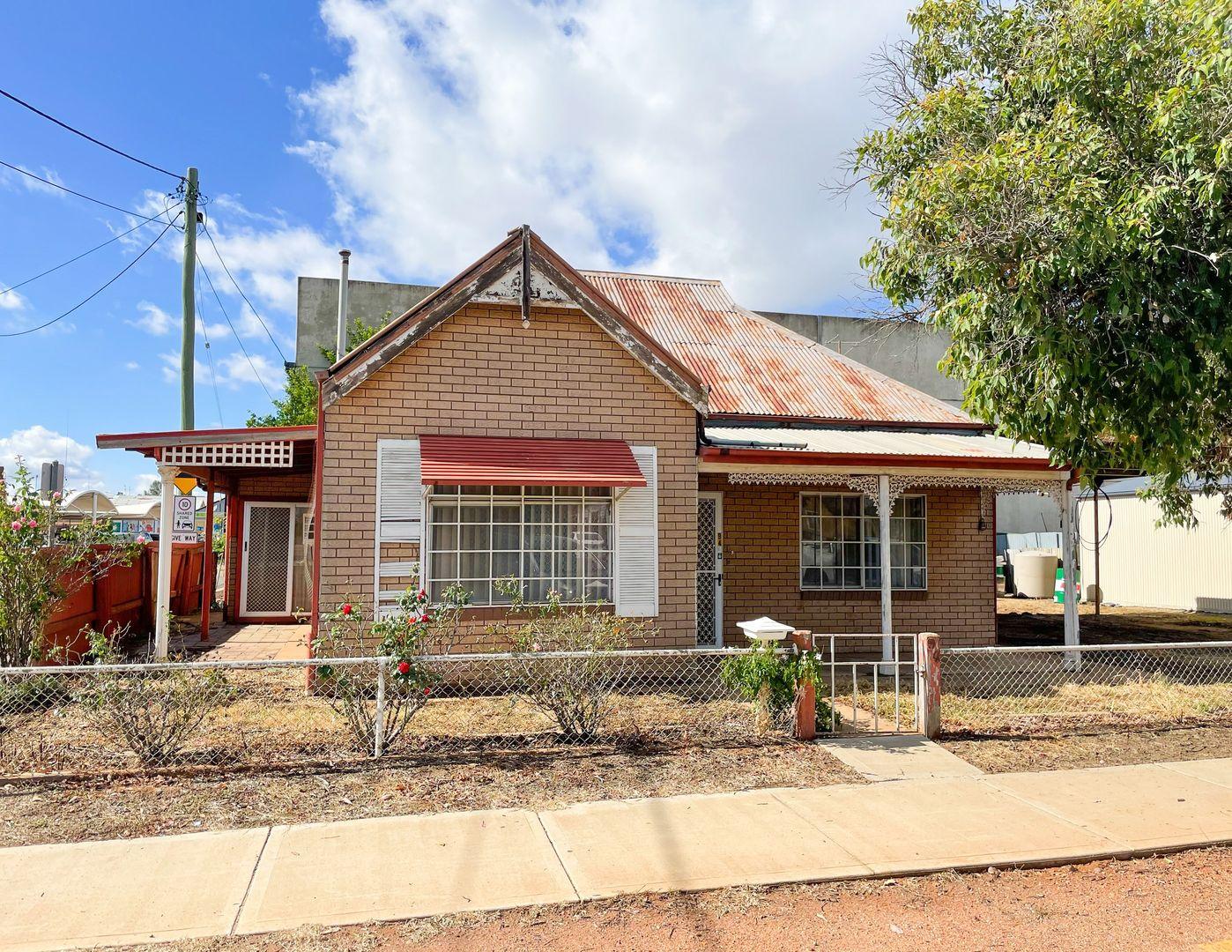 94 Polaris Street, Temora NSW 2666
