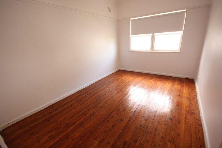24 Bocking Avenue, Bradbury NSW 2560, Image 2