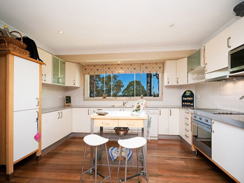 42 Hunter Avenue, St Ives NSW 2075, Image 2