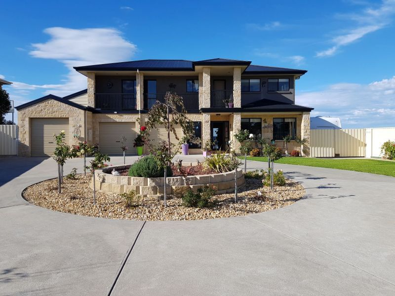 22 Sea-Lakes Close, Lakes Entrance VIC 3909, Image 0