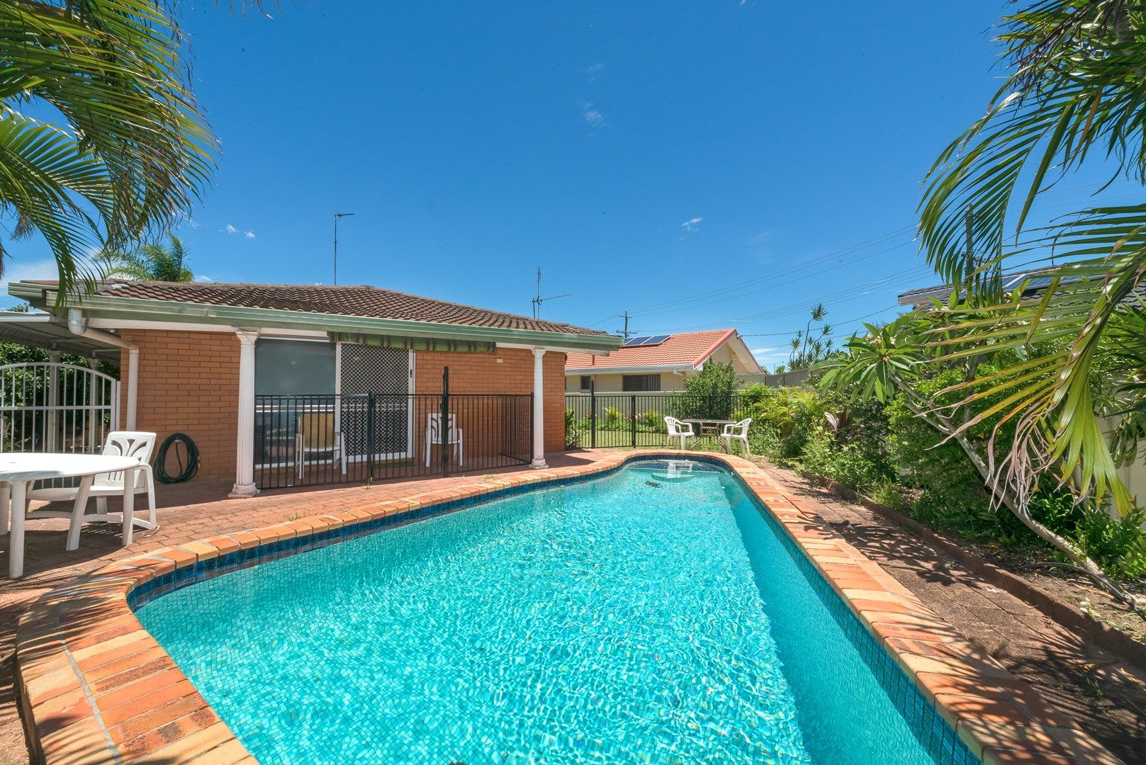 4 Chianti Avenue, Mermaid Waters QLD 4218, Image 0