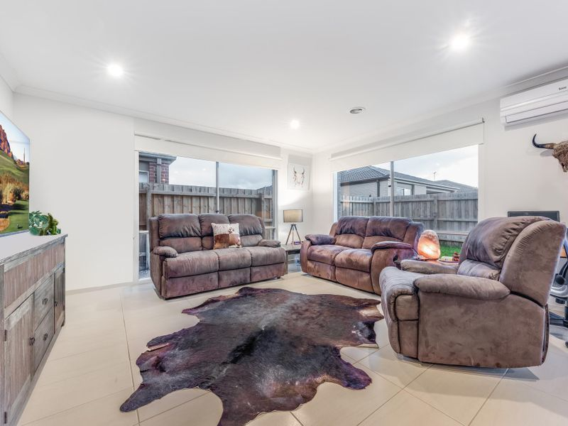 6 Spoonbill Drive, Armstrong Creek VIC 3217, Image 2
