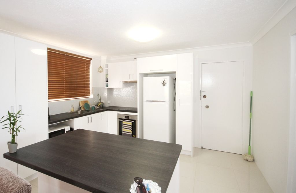 4/2325 Gold Coast  Highway, Mermaid Beach QLD 4218, Image 2