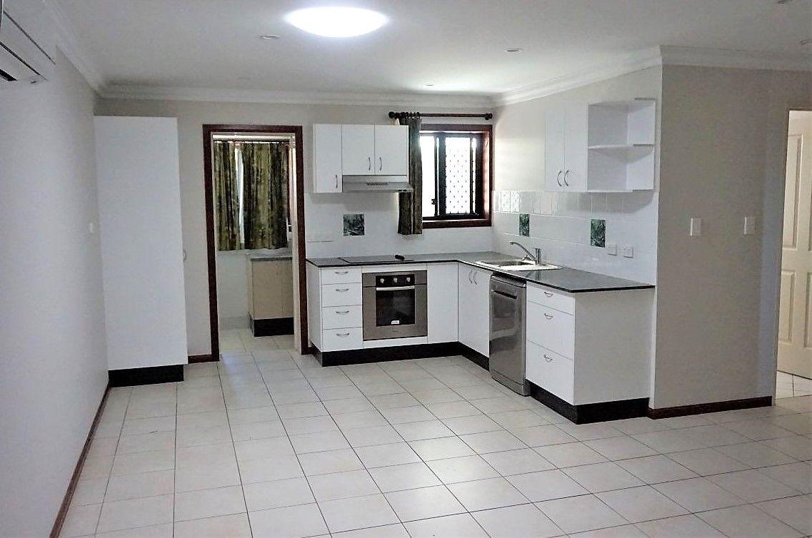 4/4 Symons Street, South Mackay QLD 4740, Image 2
