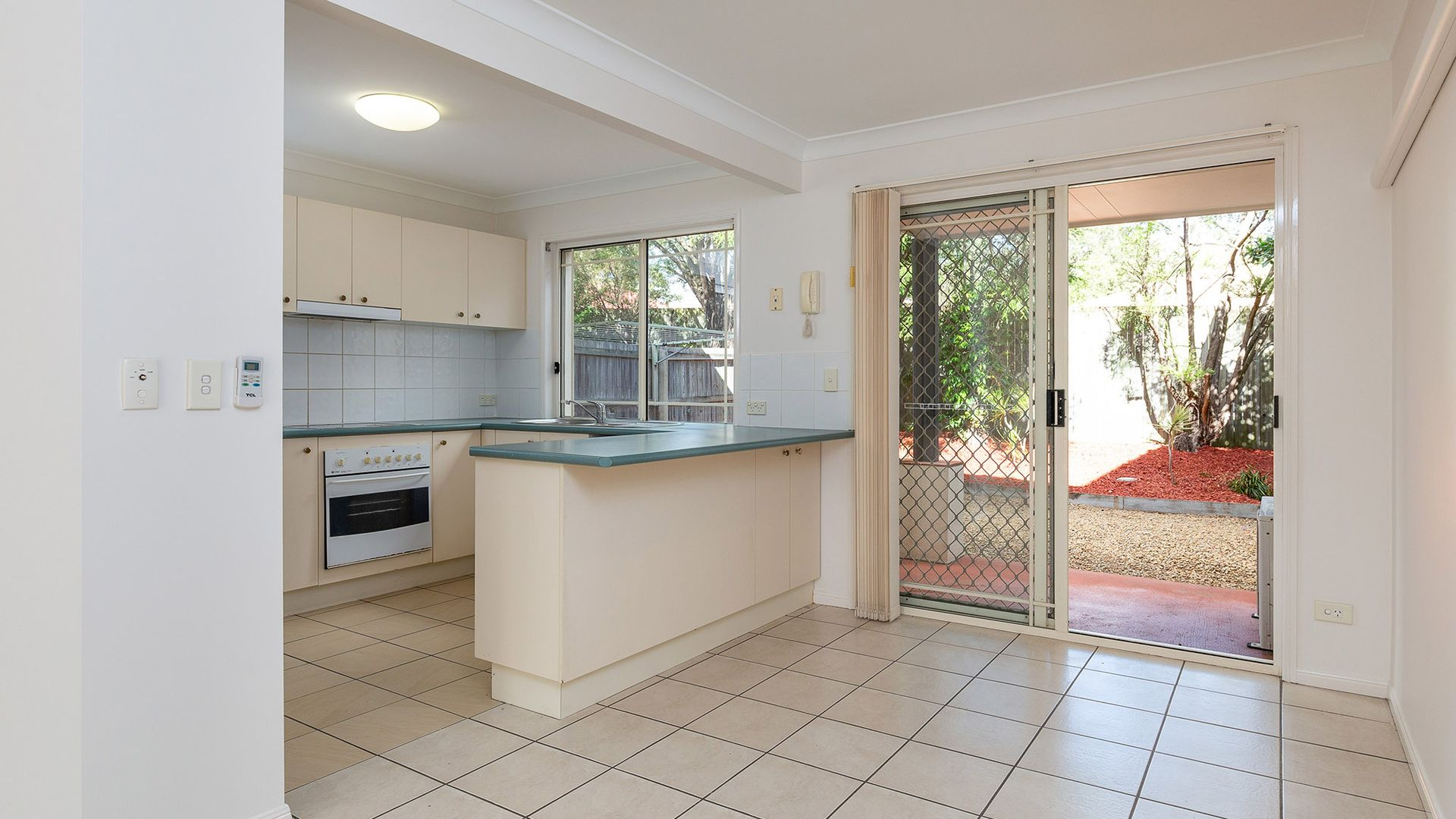 8/8 Gemview Street, Calamvale QLD 4116, Image 2