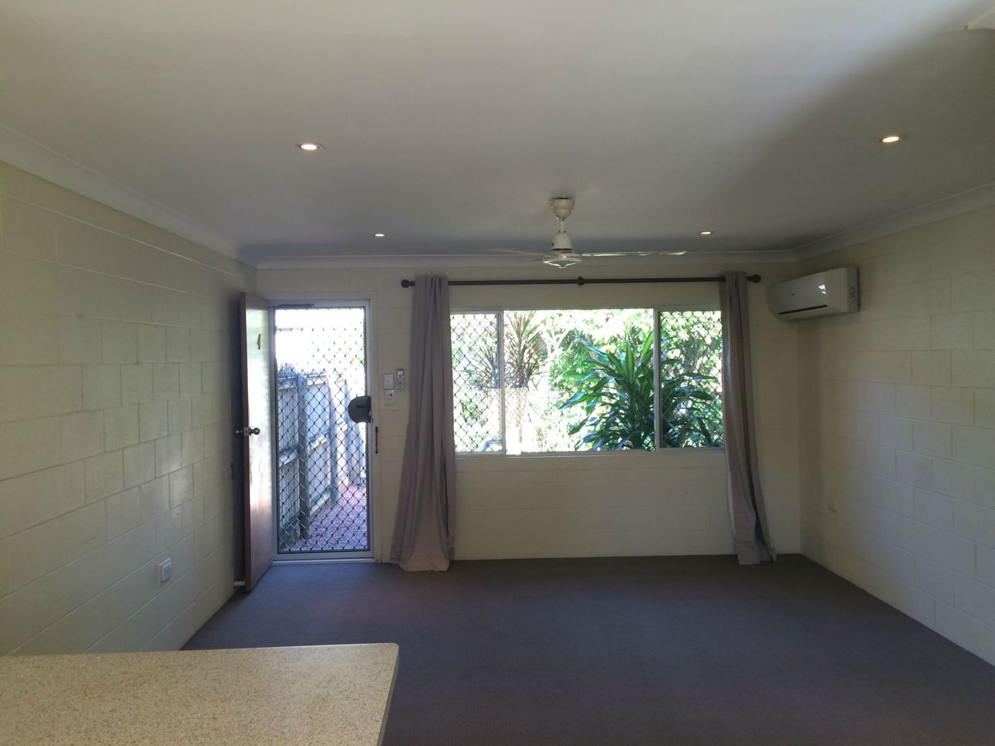 4/86 Stagpole Street, West End QLD 4810, Image 2