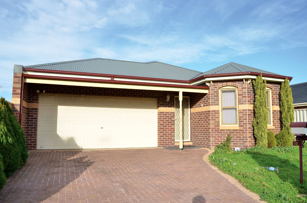 15 Stoneman Turn, Caroline Springs VIC 3023, Image 0