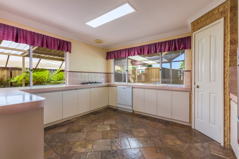 4 Inverness Court, Cooloongup WA 6168, Image 2
