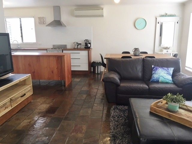 25 ANGLERS RD, Cape Paterson VIC 3995, Image 2
