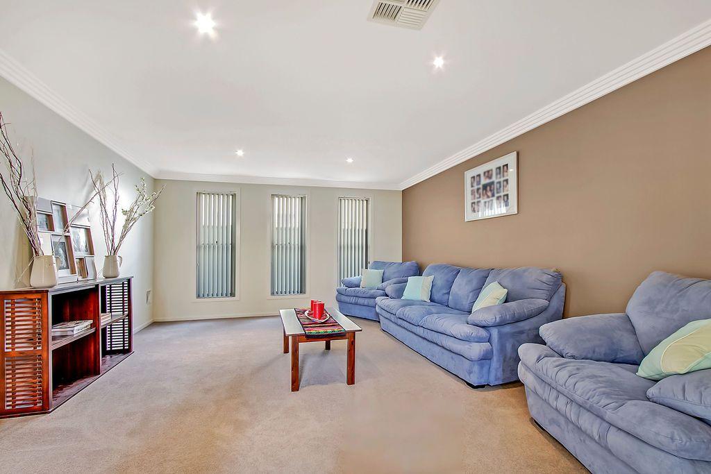8 Wattlebird Place, Glenwood NSW 2768, Image 2