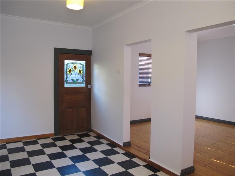 55 Hampden Rd, Kensington VIC 3031, Image 2