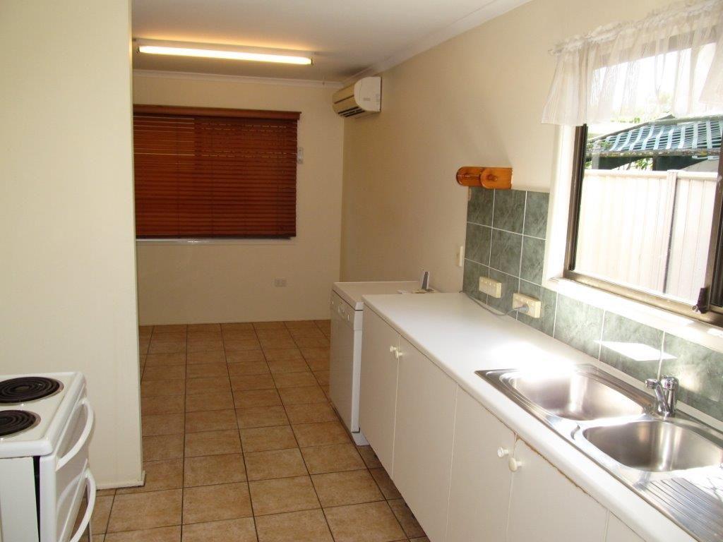 37 Napier St, Birkdale QLD 4159, Image 2