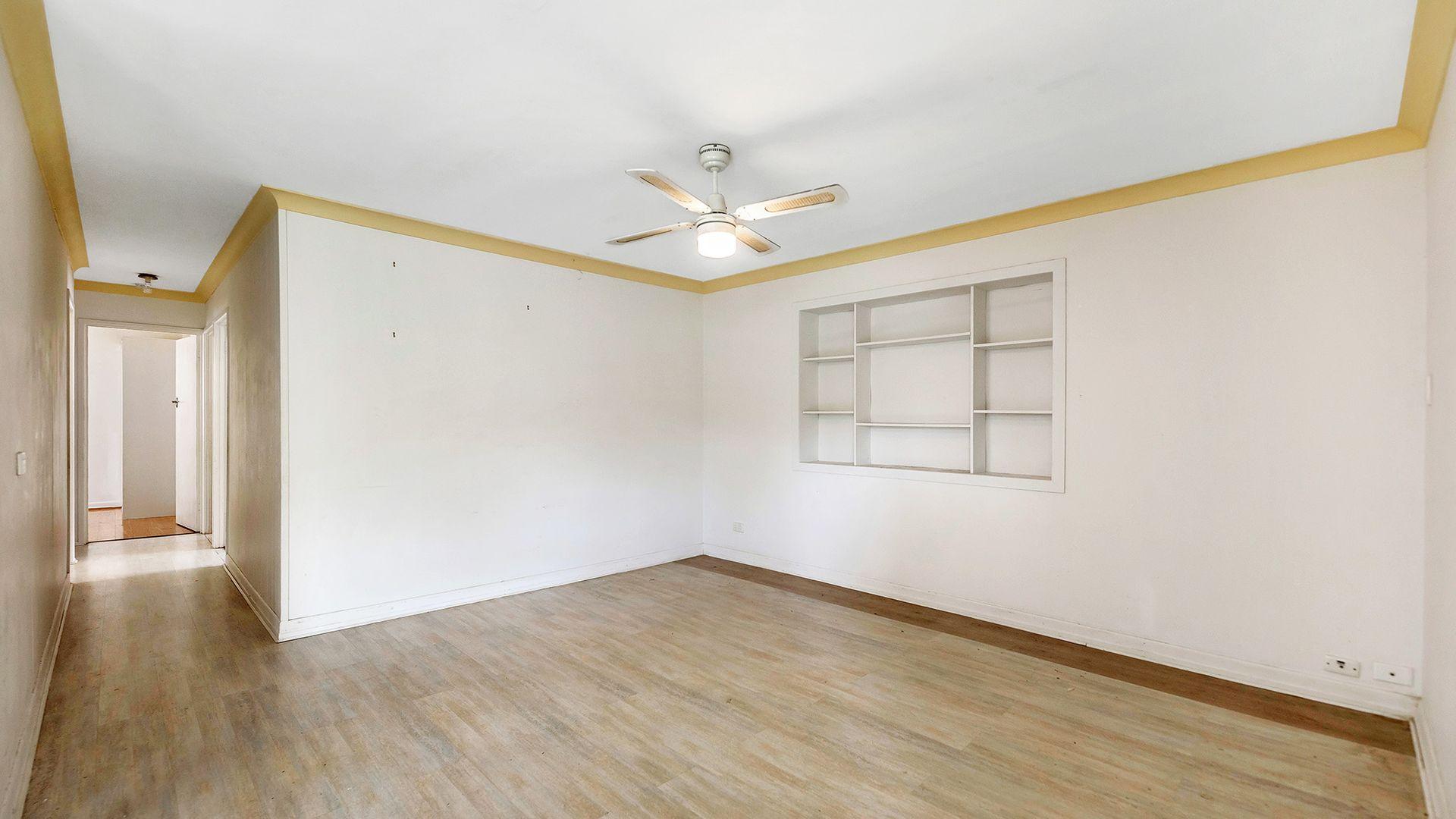 18 Warana Avenue, Southport QLD 4215, Image 2