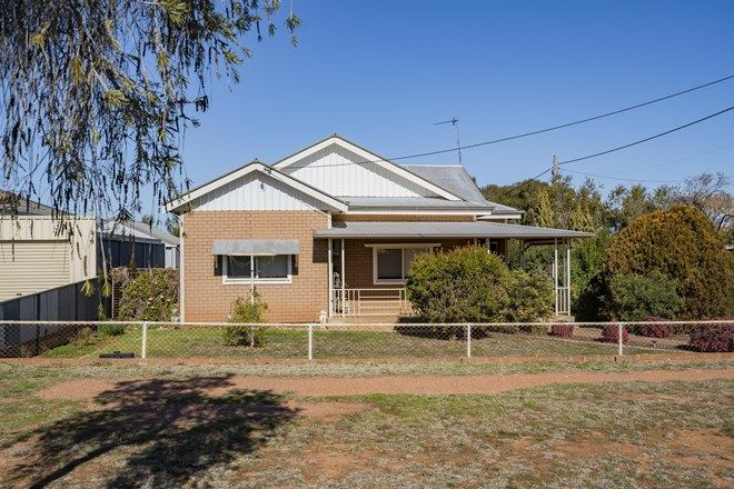 Picture of 114 Kitchener Road, TEMORA NSW 2666