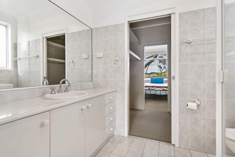 12 Avona Cres (ENTER NEXT TO NO. 2), Seaforth NSW 2092, Image 2