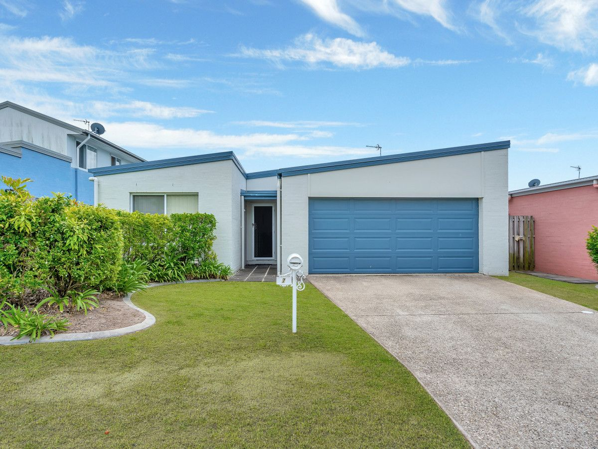 7 Norfolk Drive, Pacific Pines QLD 4211, Image 2