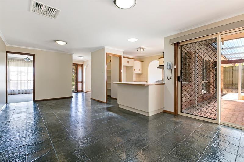 10 Oberon Court, Hillbank SA 5112, Image 2