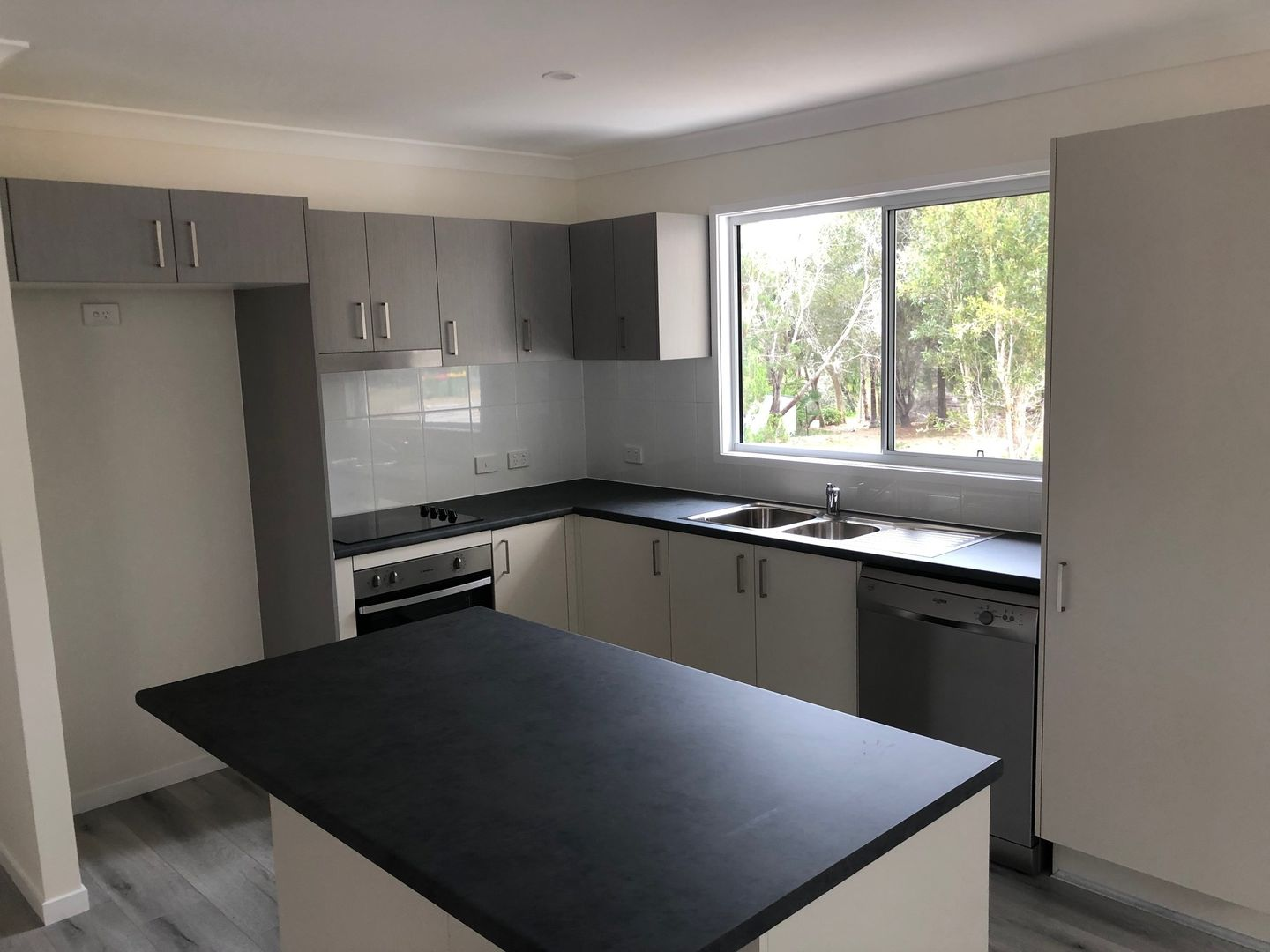 17 Yacht St, Russell Island QLD 4184, Image 2