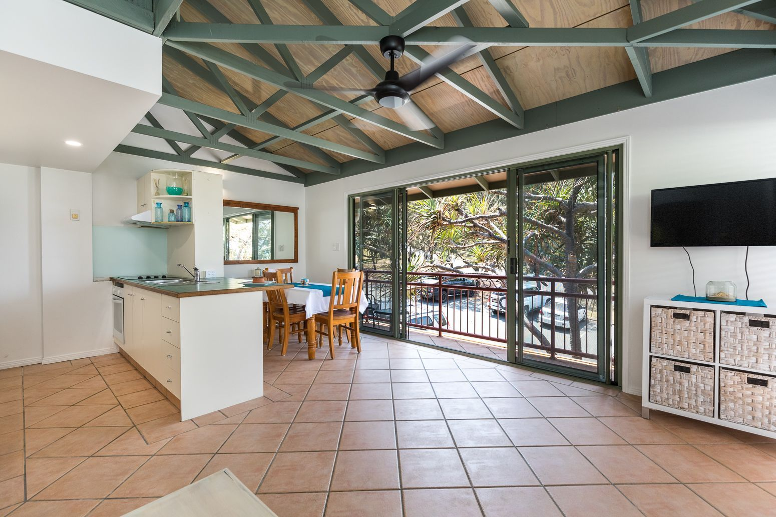 15/4-10 Kennedy Drive, Point Lookout QLD 4183, Image 2