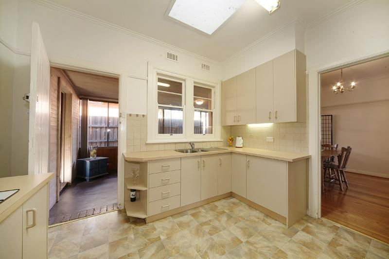 1/174 Charman Road, Cheltenham VIC 3192, Image 2