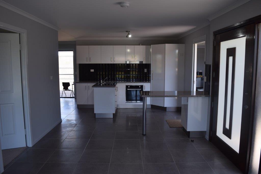 3/41 Porter Street, Gayndah QLD 4625, Image 2