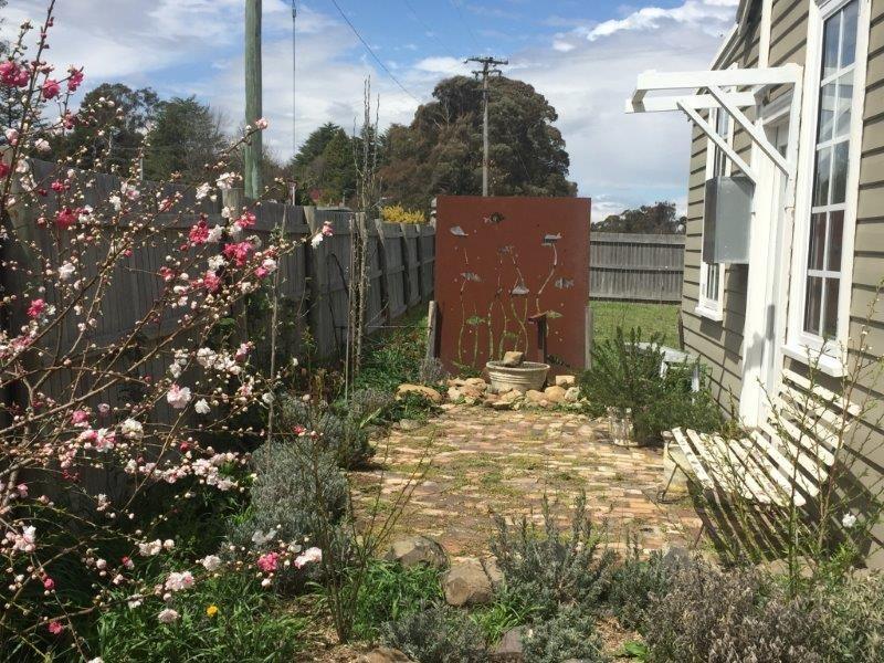 2 Boorolong Road, Armidale NSW 2350, Image 2