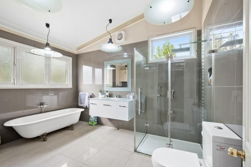209 Chisholm Street, Soldiers Hill VIC 3350, Image 2