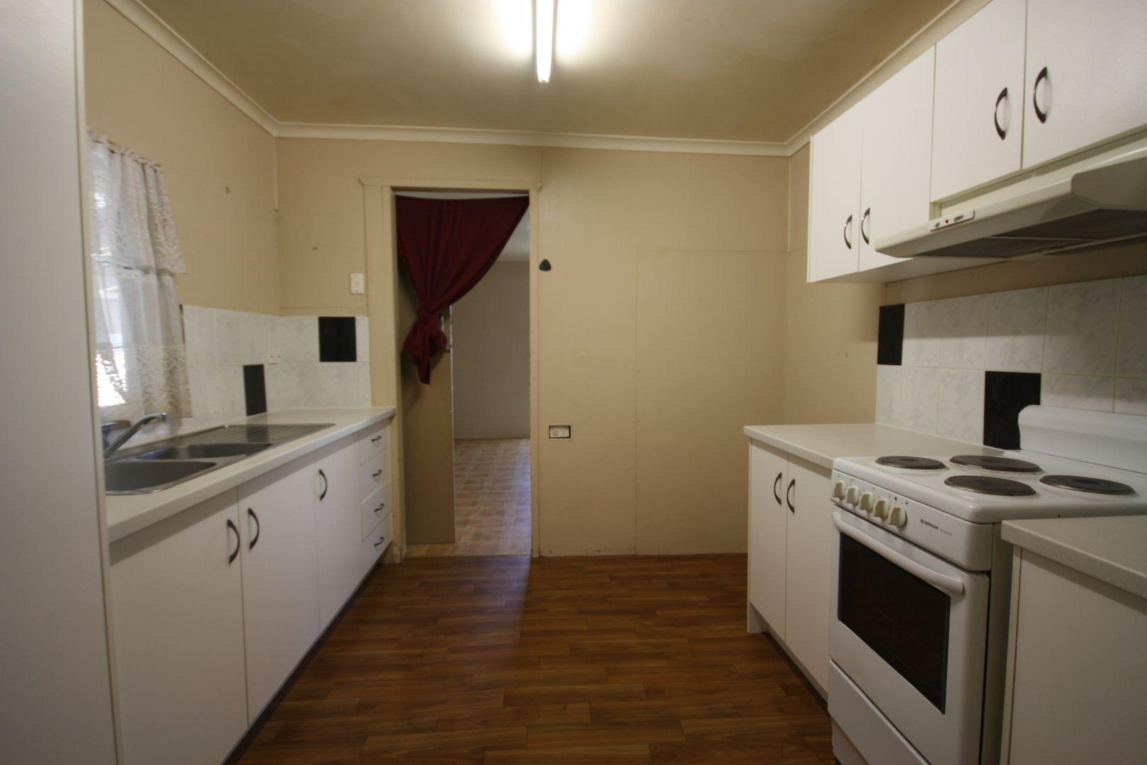 30 Gore St, Warwick QLD 4370, Image 2