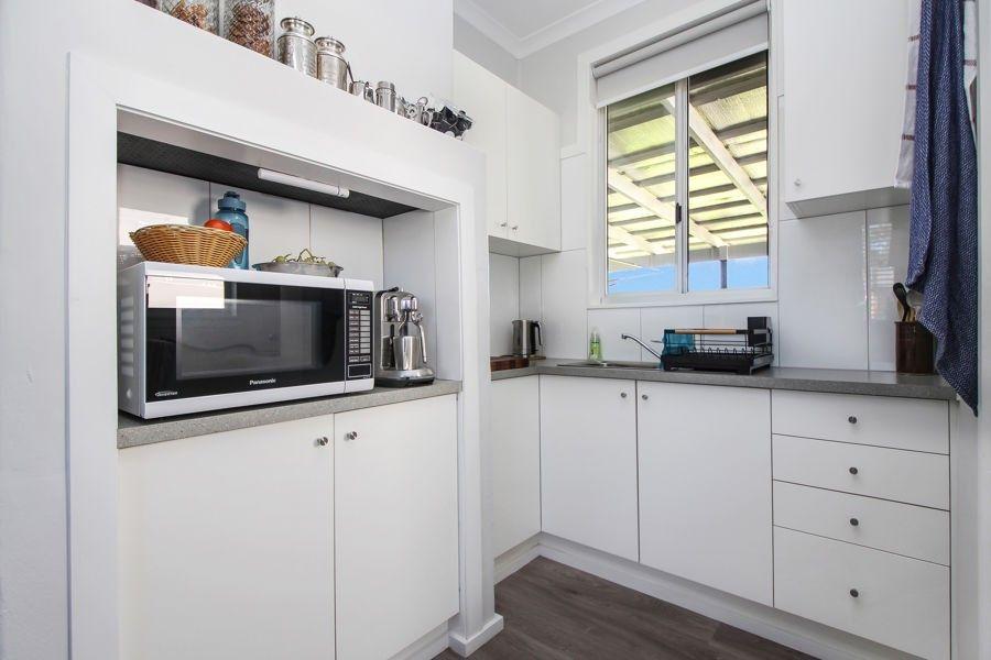 104 Douglas Street, Tenterfield NSW 2372, Image 2