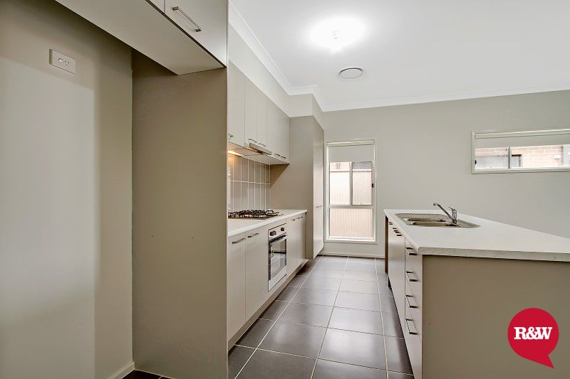 18 Dutton Street, Spring Farm NSW 2570, Image 2