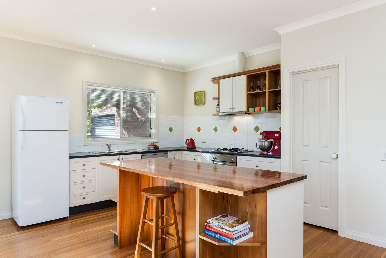 8 Haydn Court, Castlemaine VIC 3450, Image 2